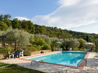 Family Cottage Tuscany, with Pool and great views of valley