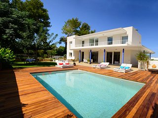 Cala d'en Bou Villa Sleeps 9 with Pool Air Con and WiFi - 5805524
