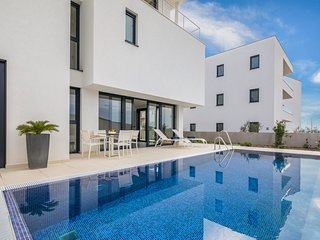6 bedroom Villa with Pool, Air Con and WiFi - 5801723