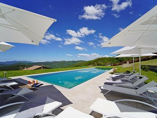 PODERE GAIA 10Pax Luxury with large pool, BBQ near to Cinque Terre