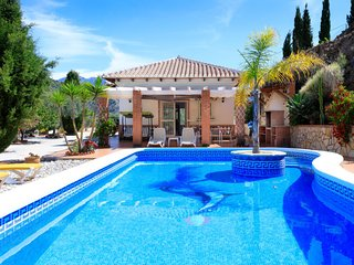 3 bedroom Villa with Pool, Air Con, WiFi and Walk to Shops - 5805729