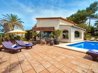4 bedroom Villa with Pool, Air Con and WiFi - 5698190