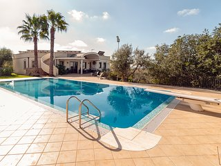 5 bedroom Villa with Pool, Air Con and WiFi - 5806061