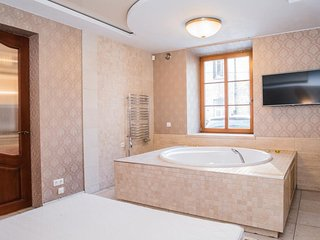 Old Town Jacuzzi Apartment