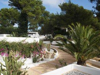 Es Cubells Villa Sleeps 12 with Pool and WiFi - 5805588