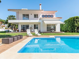 5 bedroom Villa with Pool, Air Con and WiFi - 5806063