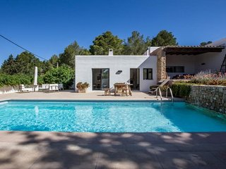 Cala Gracio Villa Sleeps 6 with Pool Air Con and WiFi - 5805473
