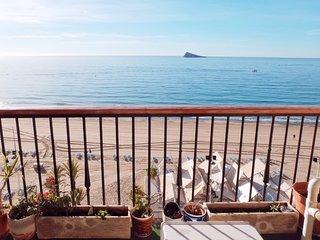 Amplisimo apartamento en primera linea de la Playa Levante de Benidorm