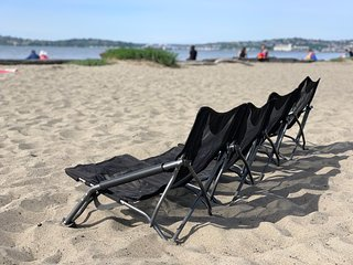 Walking distance to the beach ❤ Use our beach chairs, umbrella & cooler to enjoy