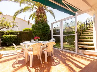 2 bedroom Villa with Pool, Air Con and Walk to Beach & Shops - 5806195