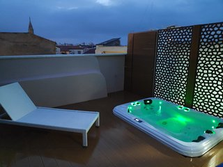 Al hanim 2: Amazing new decorated apartment with private outdoor jaccuzi