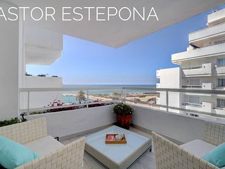 Astor Estepona: Lux 2BD, Frontline Marina/sea views, Pool, WiFi, Private Parking