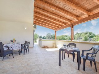 Beautiful home in Vignacastrisi - LE w/ WiFi and 4 Bedrooms (ISA298)