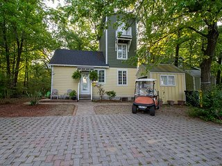 Charming Kid Friendly Cottage by Park in Beachwalk + Complementary Golf Cart
