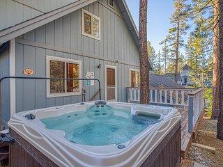Fairytale house near skiing, with pool table, hot tub, & great yard w/ gazebo