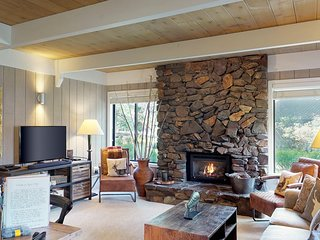 Cozy alpine retreat in the aspen w/access to shared pool & hot tub!