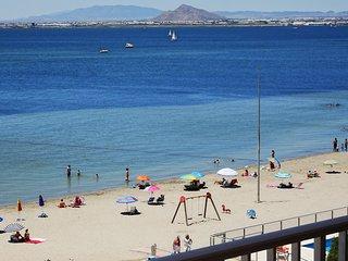 Apartamento junto a la playa con gran terraza y preciosas vistas al Mar Menor