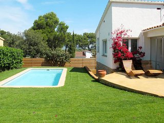 2 bedroom Villa with Pool and WiFi - 5806367