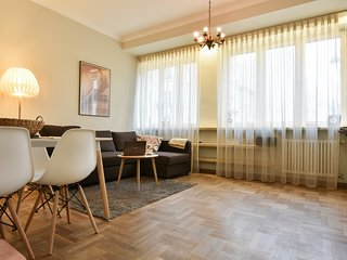 Smulikowskiego 9  is a self-catering  Apartment located in the Powisle district.