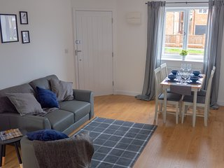 Low Cost, 4 Bed, Pet Friendly Apartment + Parking