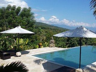 Un Petit Paradis !     Villa avec piscine, Vue panoramique sur mer et montagne