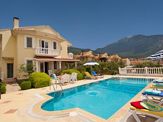 Villa Helena - A Superb Detached Villa with Lovely Sunset View & Private Pool