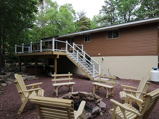 Upscale Renovated House on Wooded Half Acre w Game Room and More