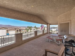 House w/Grill, Balcony & Views of Lake Havasu