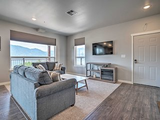 NEW! Lake Chelan Condo w/ Resort Pool & Hot Tub!