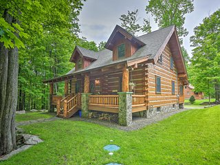Lake Wallenpaupack Cabin w/ Shared Pool!