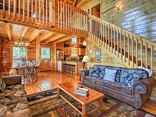 3,500-Sq-Ft Cabin - Sunrise/Mtn View & Pool Access
