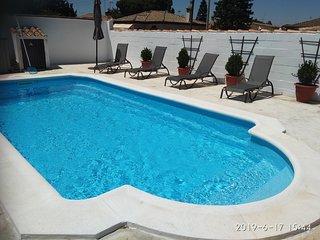 Villa Farana, Chalet acogedor con piscina privada.