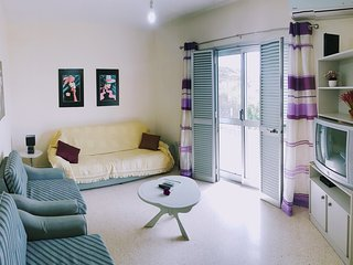 Lovely & Fully Equipped 2 Bedroom Apartment by the Sea