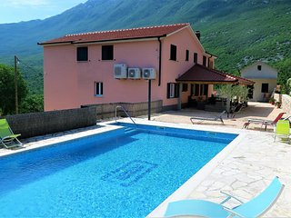 Villa Marina - Ap. 1 with Mountain View & spacious seating area (4-6 pax)