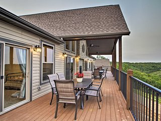 Grand Branson Cabin w/ Table Rock Lake View