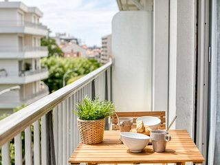 1 bedroom Apartment with WiFi and Walk to Beach & Shops - 5050058