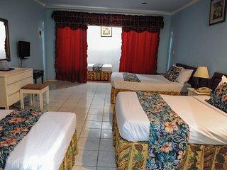 3 beds/3 bath At Glorianna