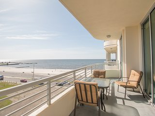 Ocean Club Condo w/ WiFi, Resort Pool & Gym Access