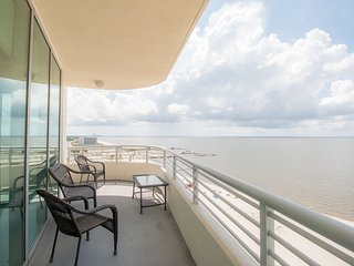 Deluxe Condo near Beach w/ WiFi, Complex Pool & Gym Access