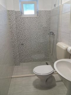 One-Bedroom apartment New bathroom with shower instead bath! Renovated 2019