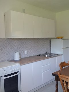 One-Bedroom apartment - New kitchen and tails renovated 2019