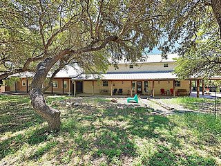 Expansive 6BR/3BA Dripping Springs Ranch House - Minutes from Hamilton Pool