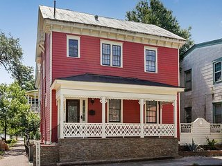 Chic Remodeled 1870s Home w/ Private Patio - Near Downtown