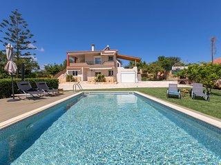 Villa Apella ★ Pool ★ Garden ★ 8 guests