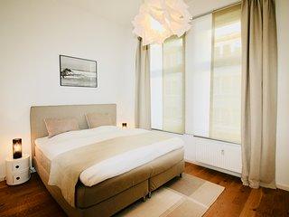 Wunderschöne 2 Zimmer- Altbauwohnung