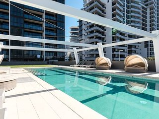 Broadbeach 2 Bedroom Apt FREE WIFI*Netflix*Wine *Great Views