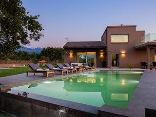 Villa Fuerte ✩ Infinity Yard & Pool ✩ 18 Guests