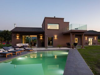 Villa Fuerte/ Luxury, heated pool, new, playground for kids