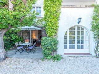 38184 2-bedroom villa-apartment with garden, beach 250 mtr. centre 1500 mtr, BBQ