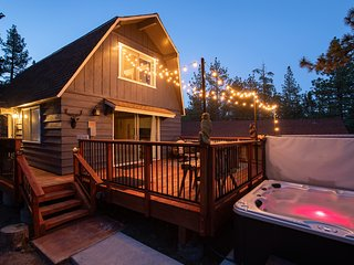 Daze Off Fresh/Modern 2BR Secluded Chalet / Hot Tub / Sun Deck